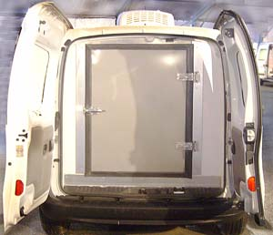 El montaje de un acondicionador de aire Hy-Gloo G3 versión split sobre un vehículo Renault Kangoo equipado con una caja isoterma