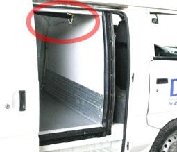 Le montage d'un climatiseur Hy-Gloo G3 version split sur un véhicule Renault Kangoo équipé d'une caisse isotherme